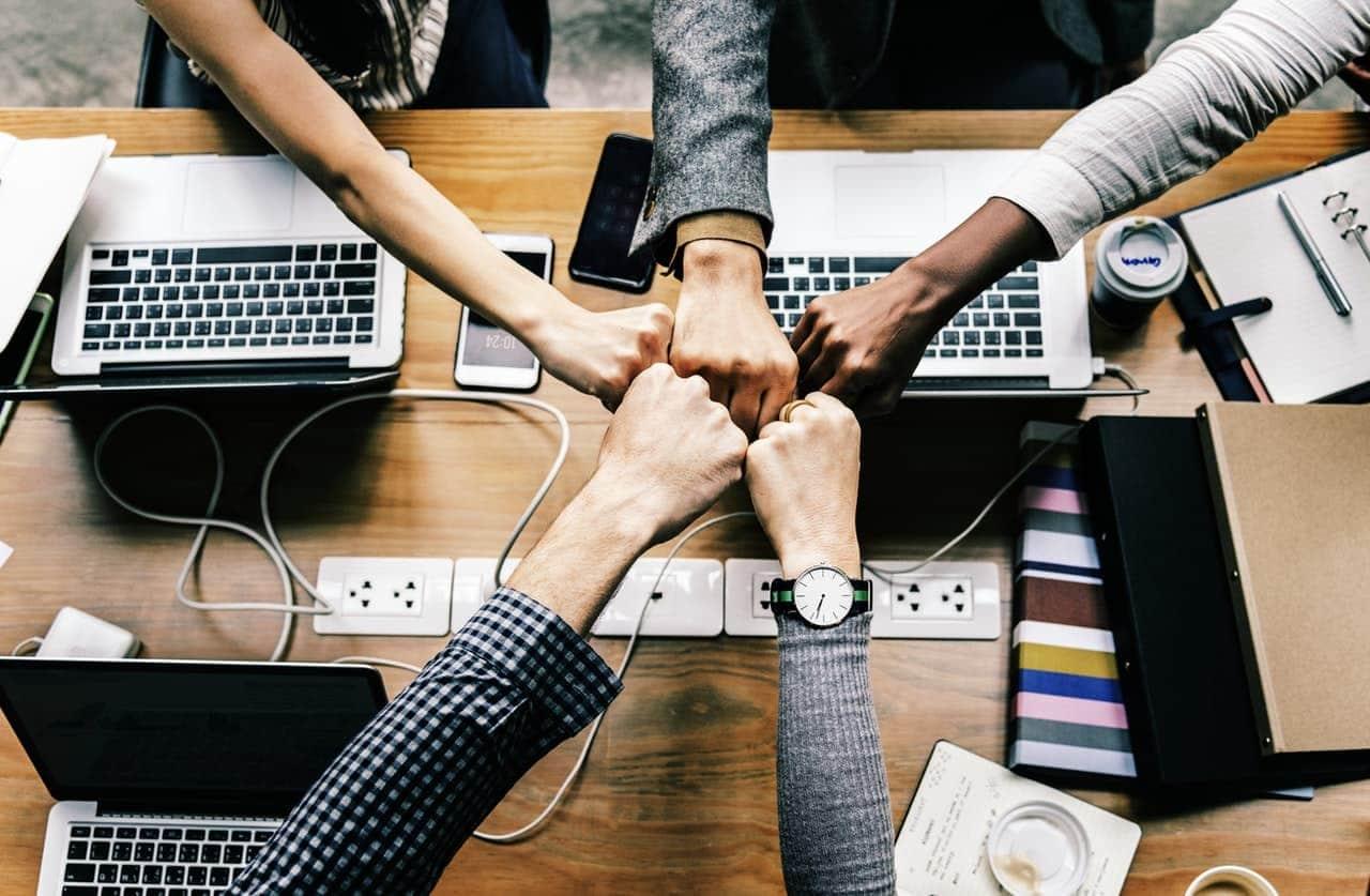 Optimiser l'organisation entre production et développement des équipes informatiques.